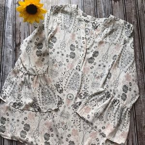Violet + Claire gray and blush printed blouse